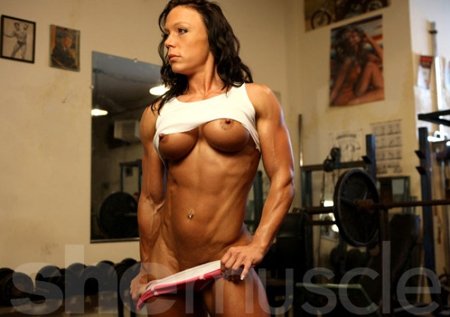 bella shemuscle